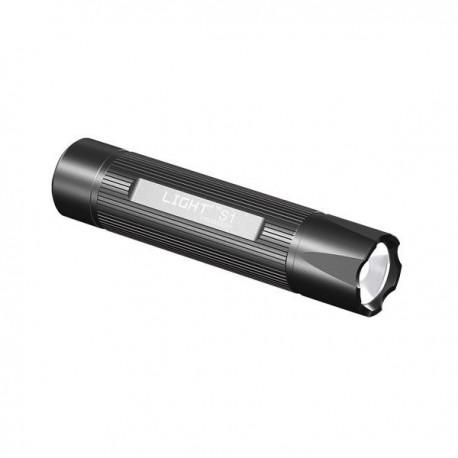 Linterna Táctica LED CREE Q4, potencia 200 lumens, pilas 3 AAA Alcalinas incluidas. Cofre con funda, cinta y pilas