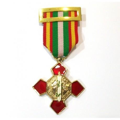 Cruz al mérito policial distintivo rojo